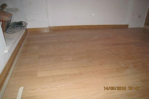 洛基地板及套装门安装效果图