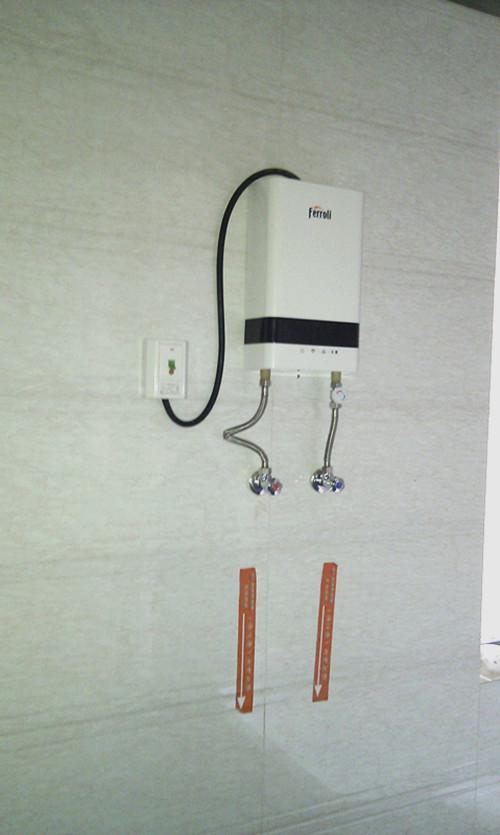 内卫的法罗力电热水器安装好了