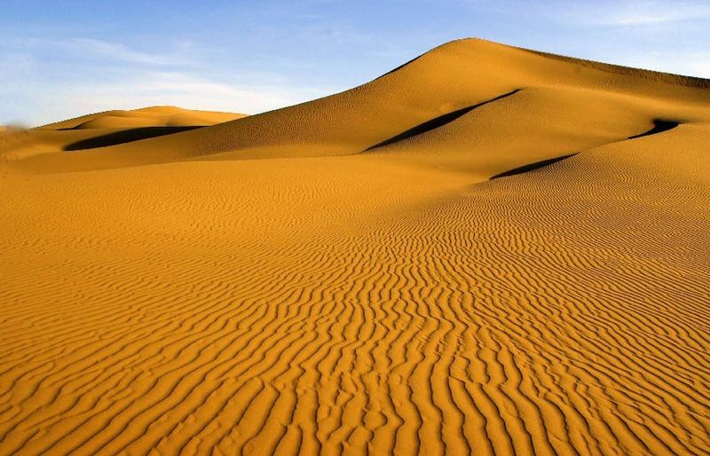 d2 早餐后银川出发去沙坡头,游览后车赴阿拉善左旗首府:巴彦浩特入住