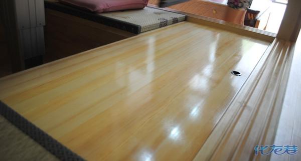在材质选择方面一般有木工板和原木实木两种材质可以