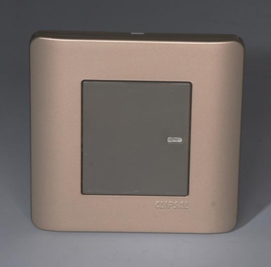 只有开关插座里面的铜片及接线端子厚实,单个开关插座的分量才会重,而